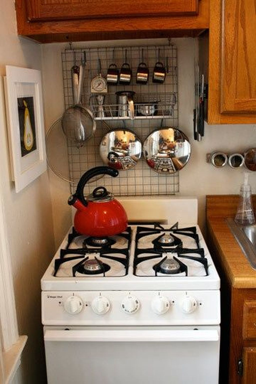 35 Brilliant Small Apartment Kitchen Ideas - HOMISHOME
