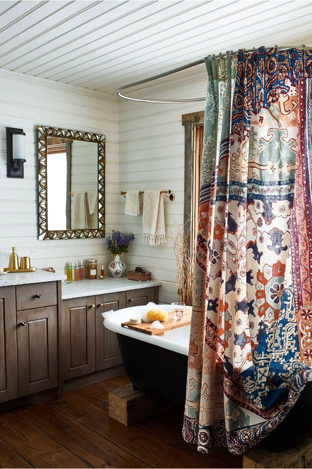 Fabulous Bathroom Design Ideas With Boho Curtains07