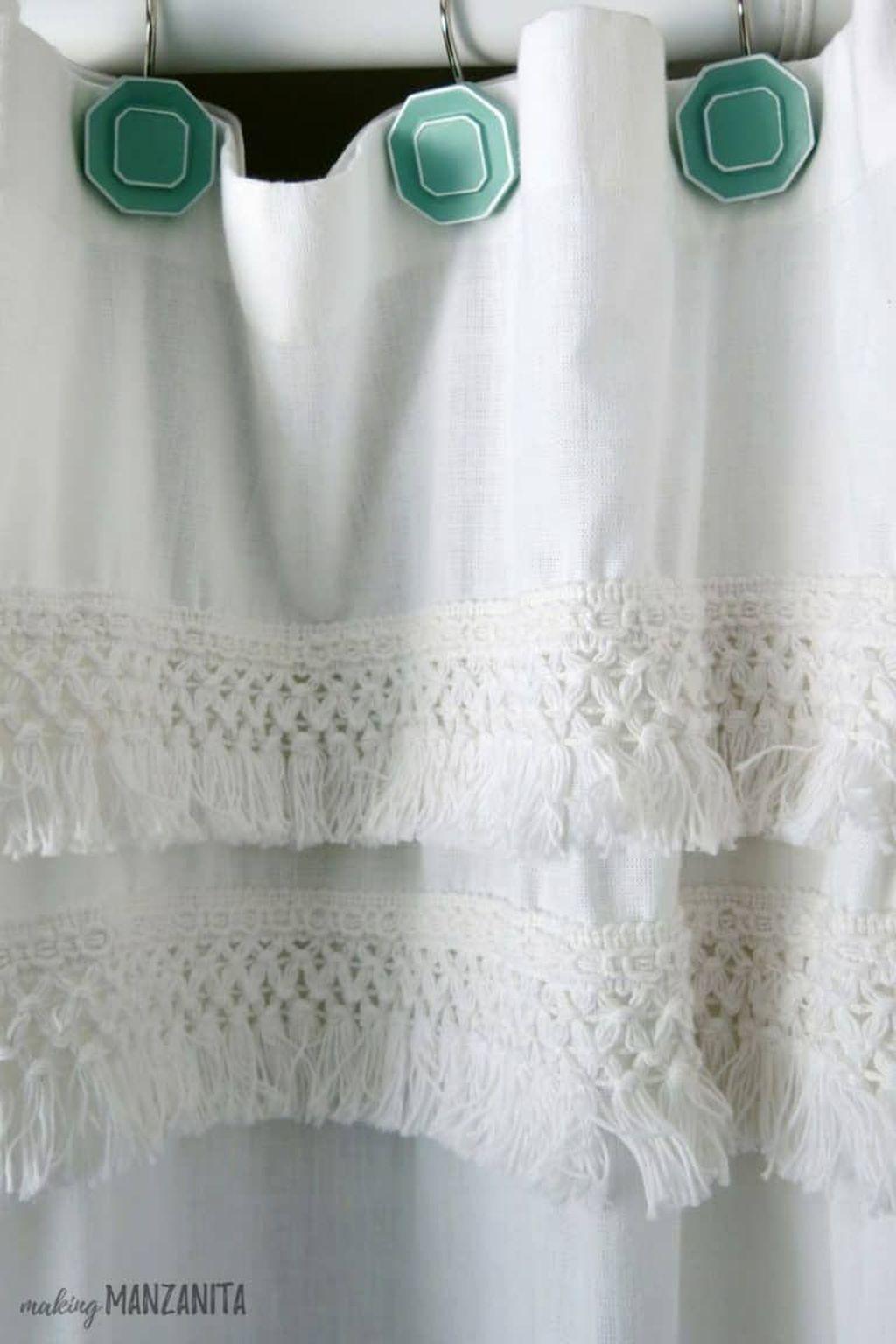 Fabulous Bathroom Design Ideas With Boho Curtains23