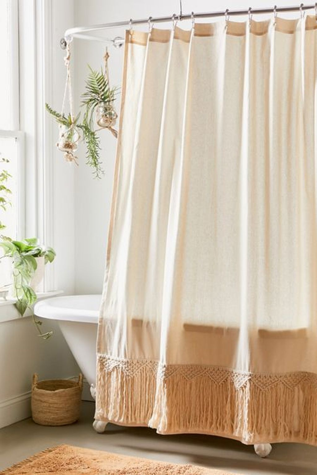 Fabulous Bathroom Design Ideas With Boho Curtains24