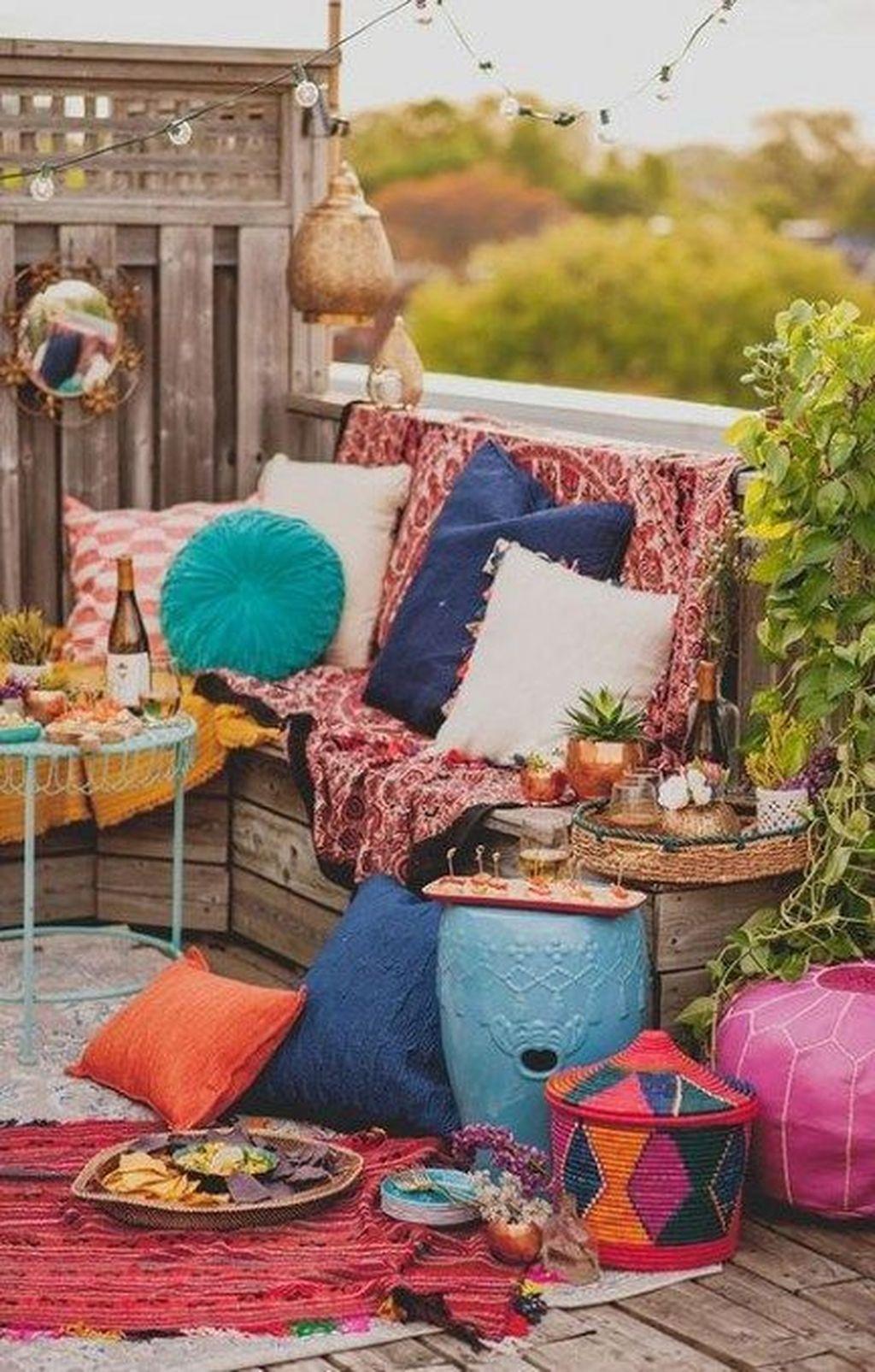 Inspiring Boho Outdoor Decorating Ideas For Backyard13
