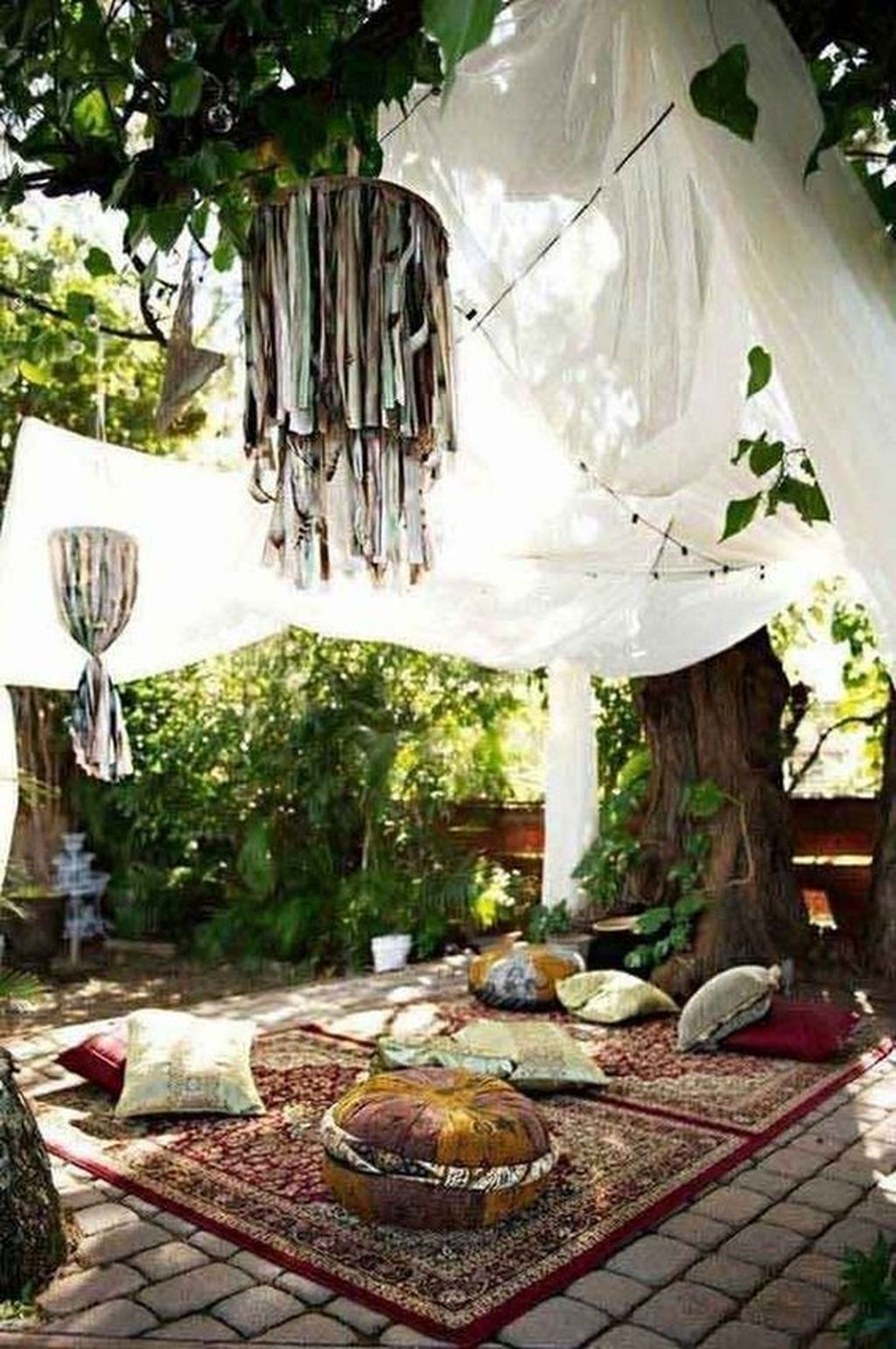 Inspiring Boho Outdoor Decorating Ideas For Backyard45